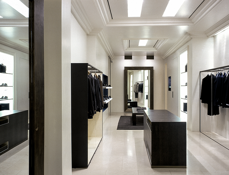 Metis Lighting Valentino Flagship Store Via Montenapoleone Milan Retail Lightingdesign THUMB